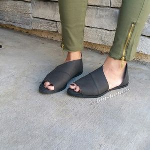 Shoes - 🎉 Last Sz 6 🎉 Peep Toe Side Cut Flats